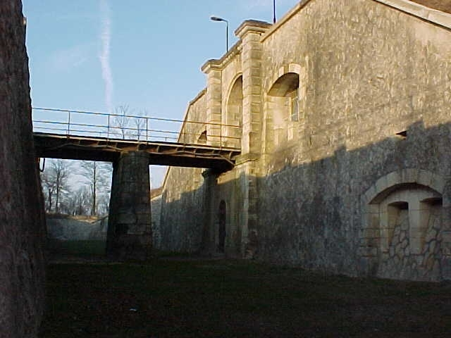 patrimoine-monuments-fort-henriot.jpg