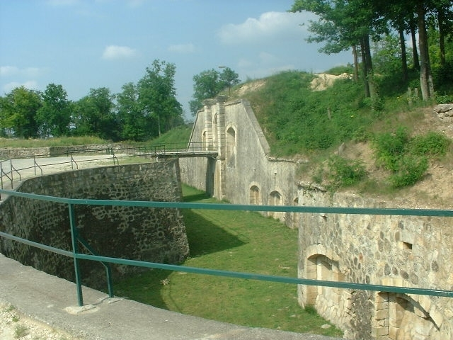 tourisme-bruyeres-fort-douves.jpg