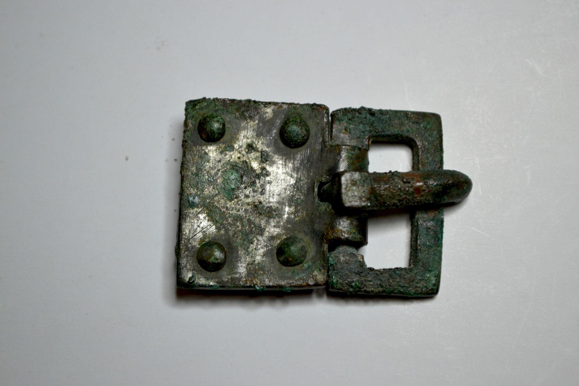 boucle de ceinture tombe 46 marmousets