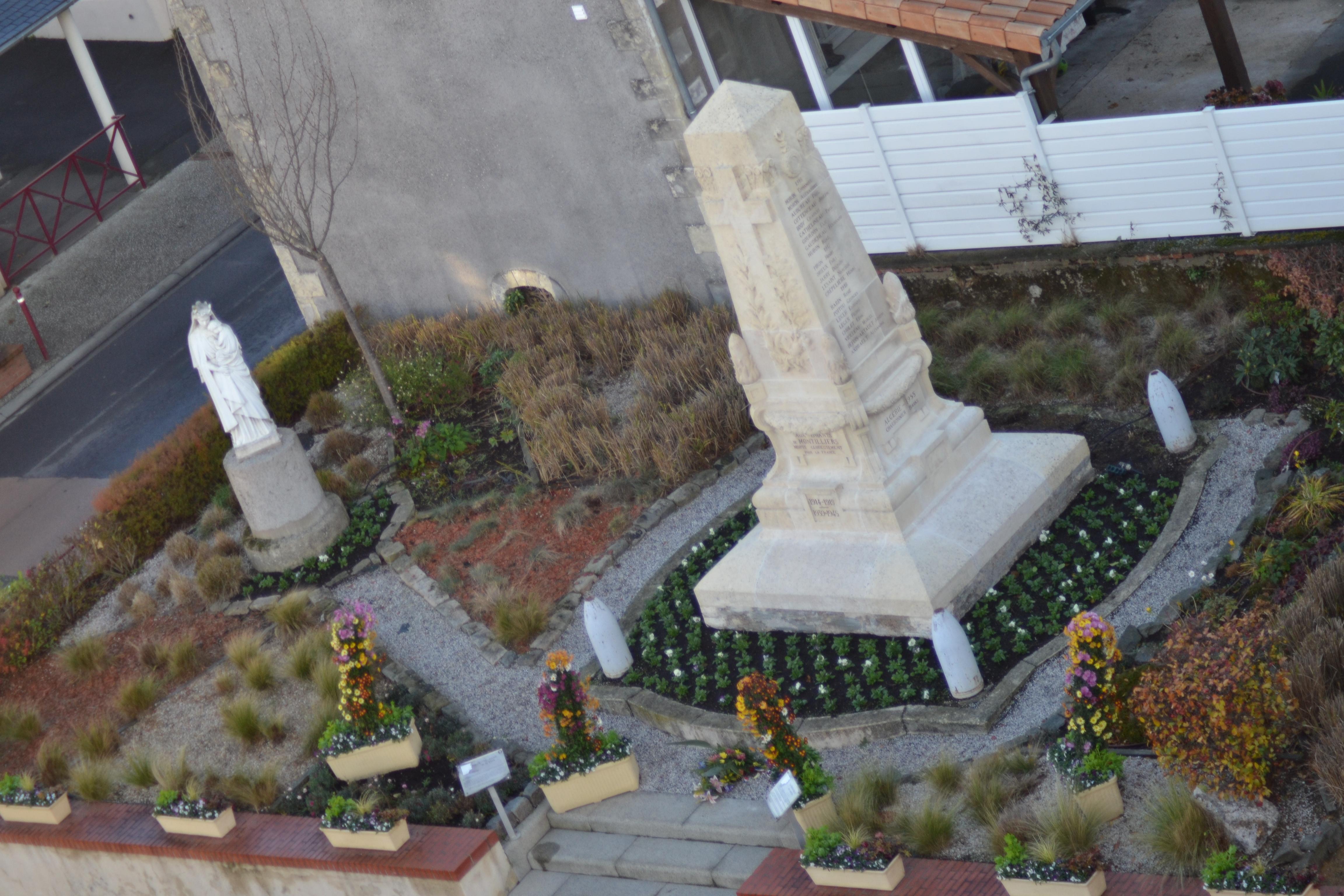 notre dame de la paix et monument aux morts