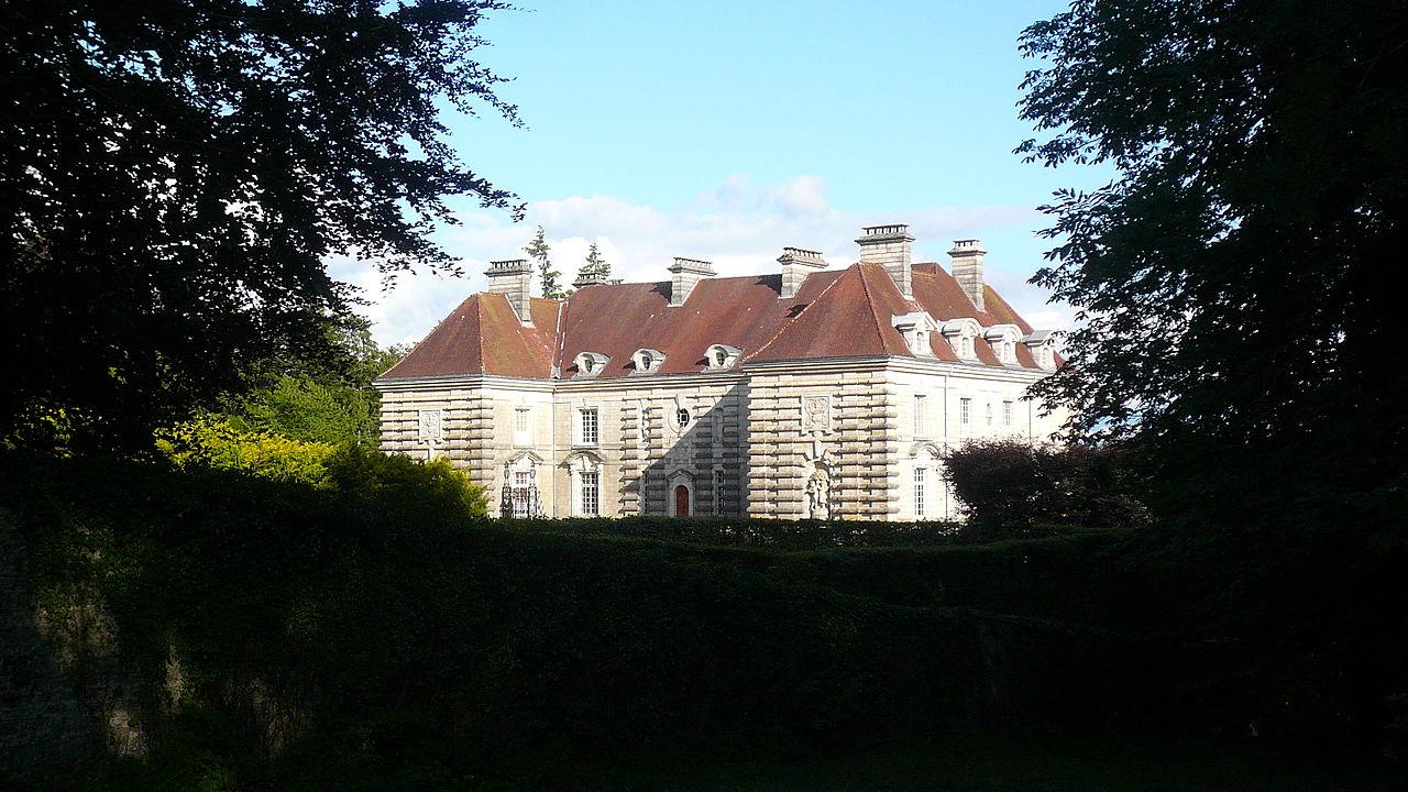 1280px-Château_de_Maillot._Façades_Nord_Nord-Ouest..JPG