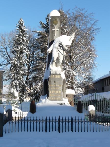 Monument aux morts ss la neige.jpg