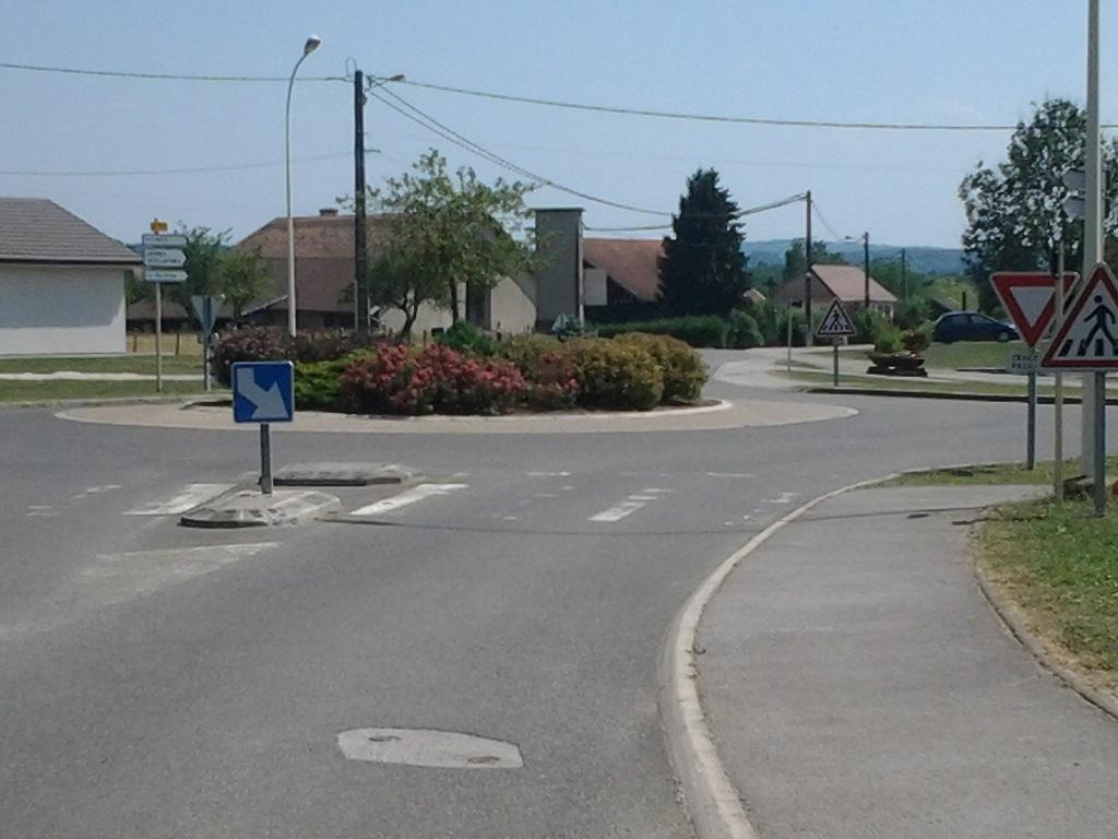 Rond point Durnes.jpg