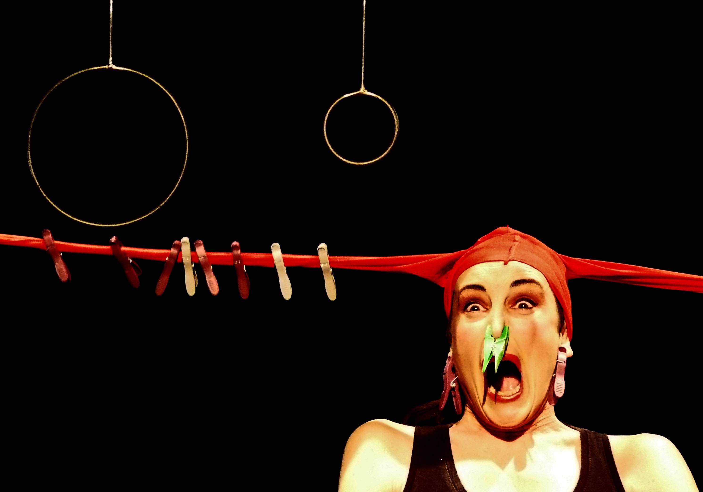 Rouge 2 © Cie Une Autre Carmen.jpg