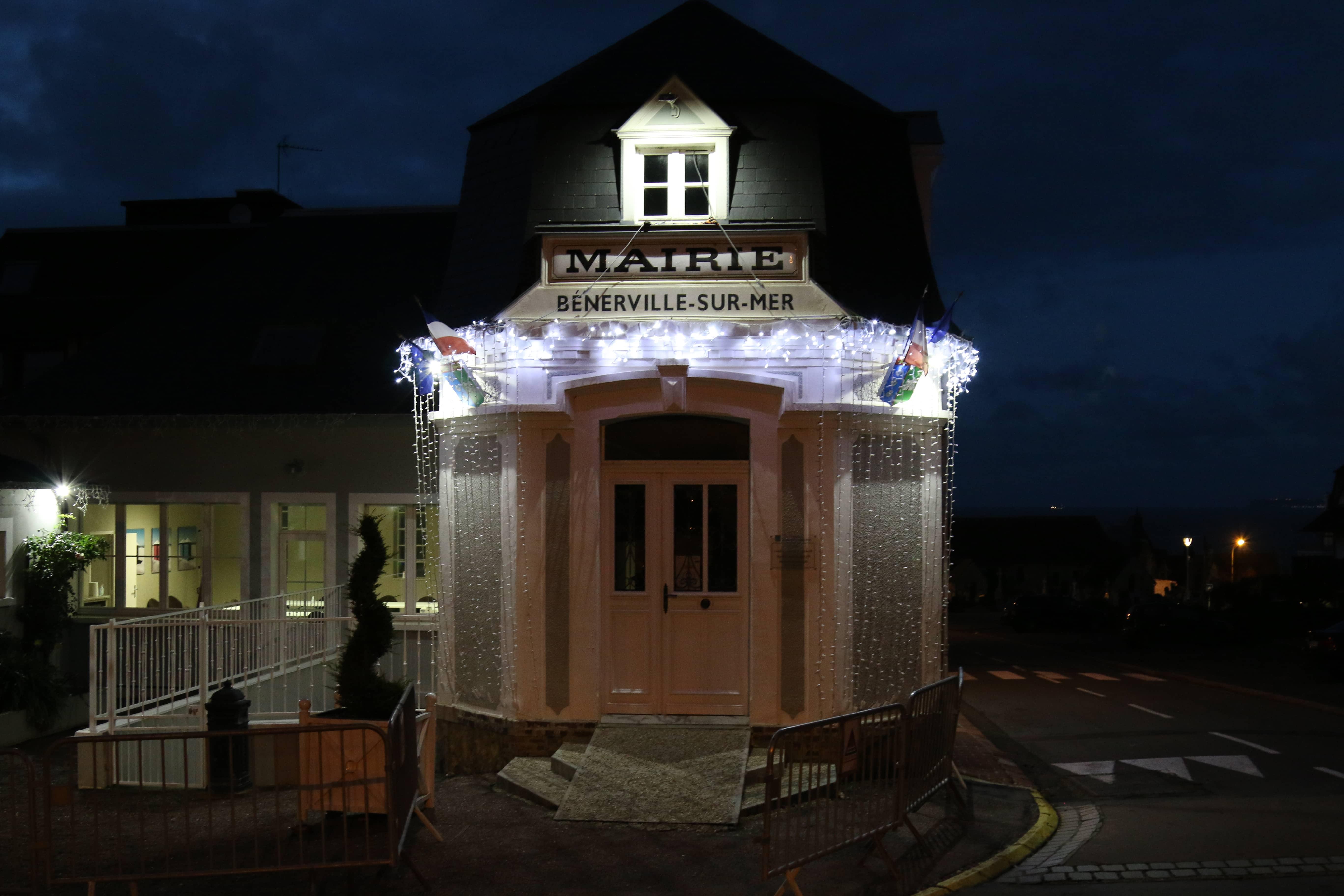 Mairie éclairage Noël.JPG