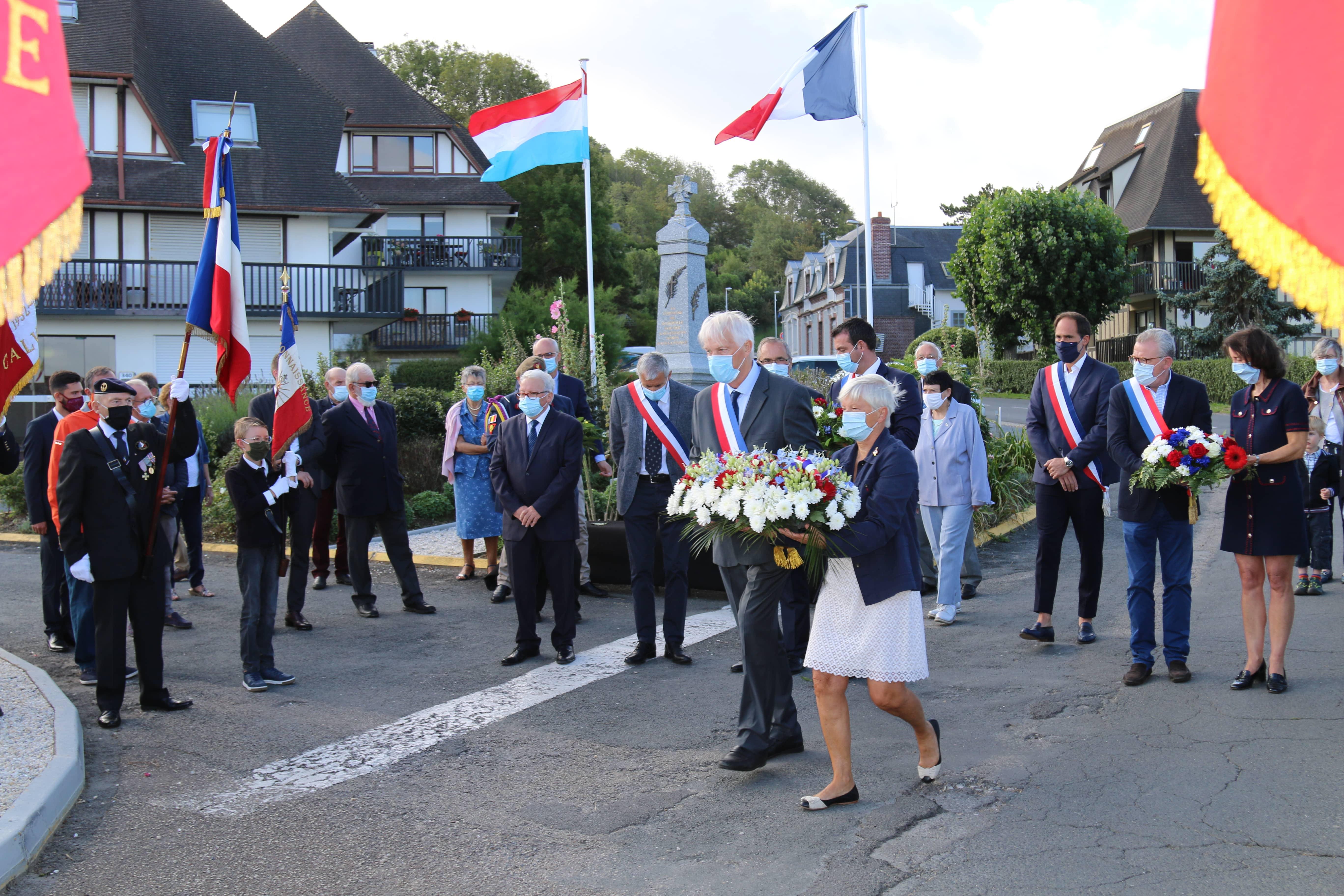 Brigade Piron Jacques _ Véronique fleurs.JPG