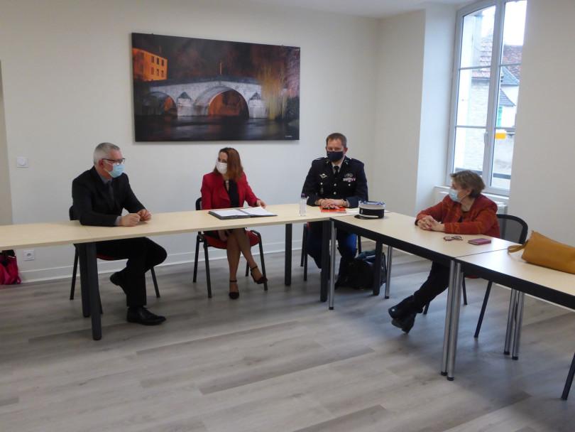 Participation citoyenne signature à la Mairie.jpg