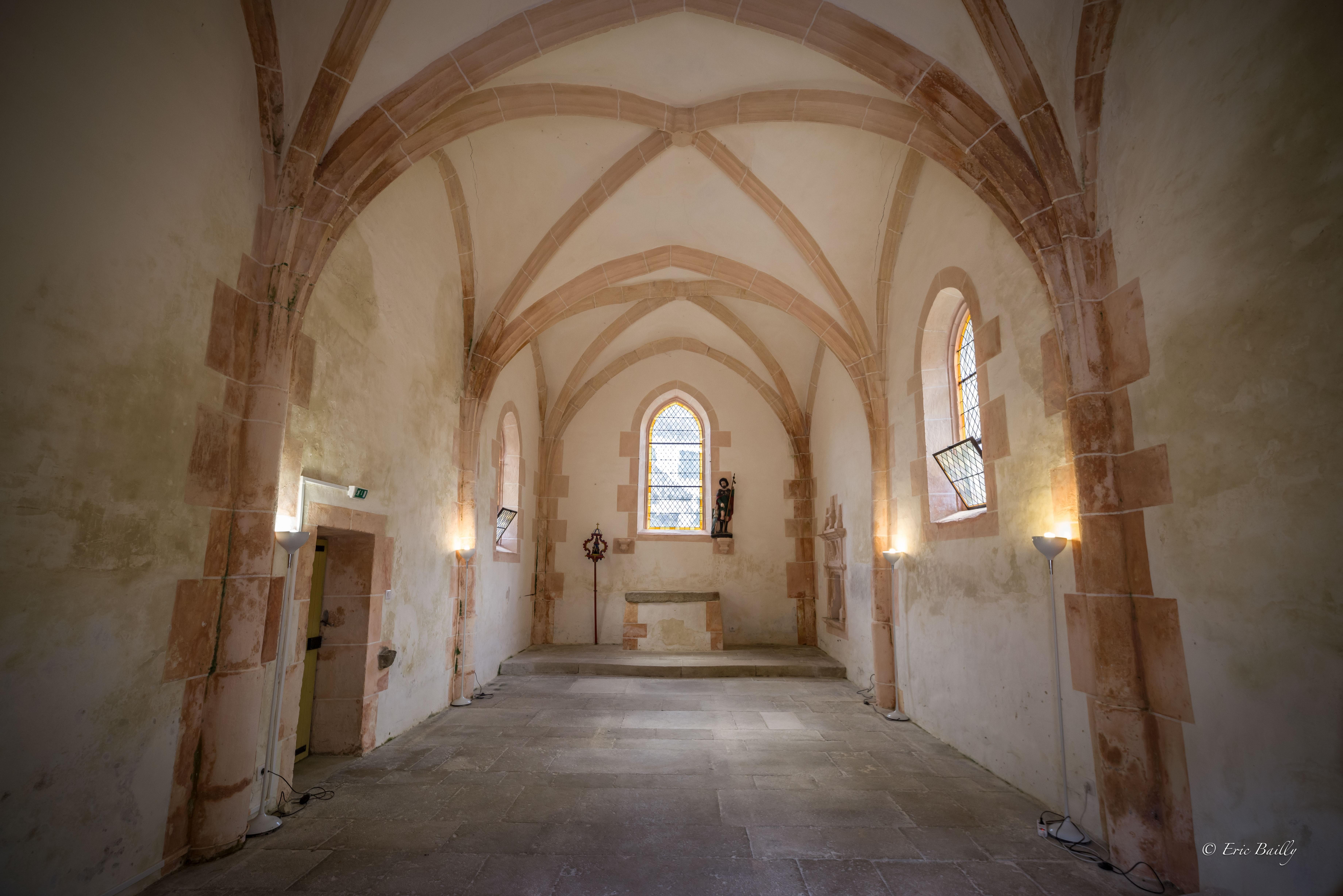 interieur chapelle du beugnon.jpg