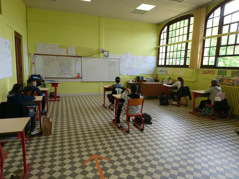 salle classe primaire.JPG