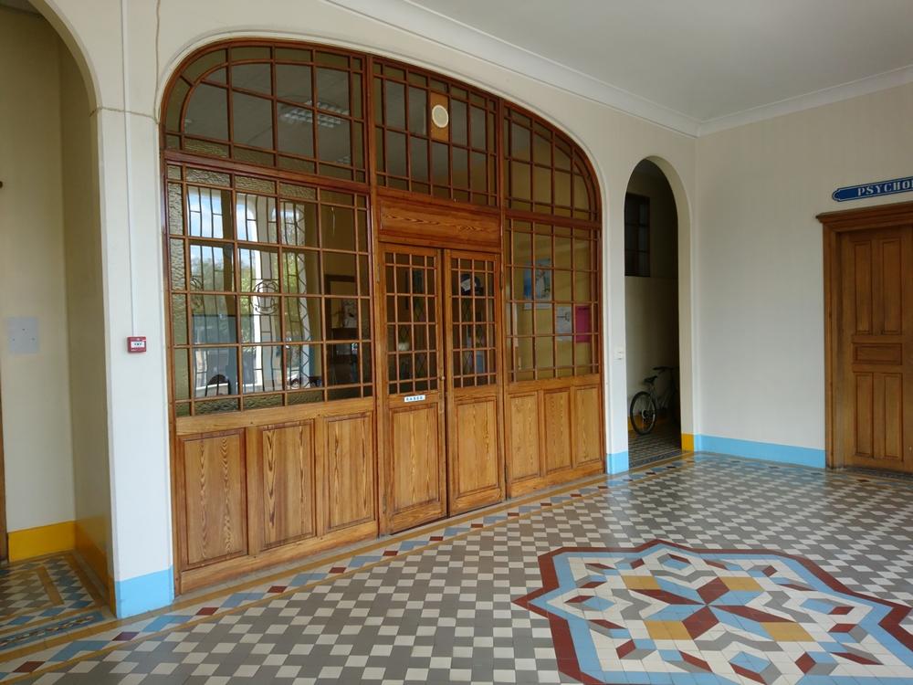 RASED porte ancienne direction hall d_entrée.jpg