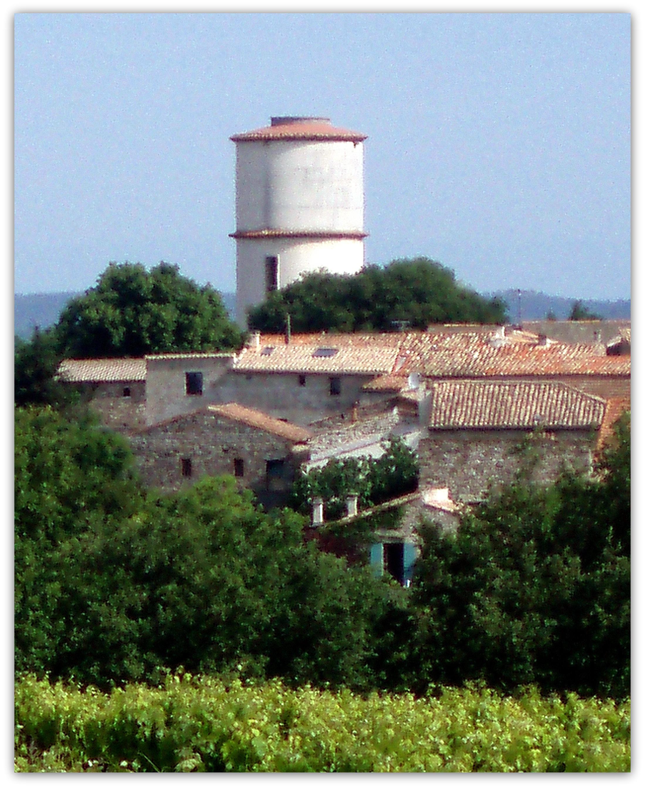 village vue vers chateau d'eau