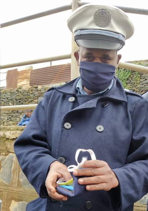 policier masqué.jpg
