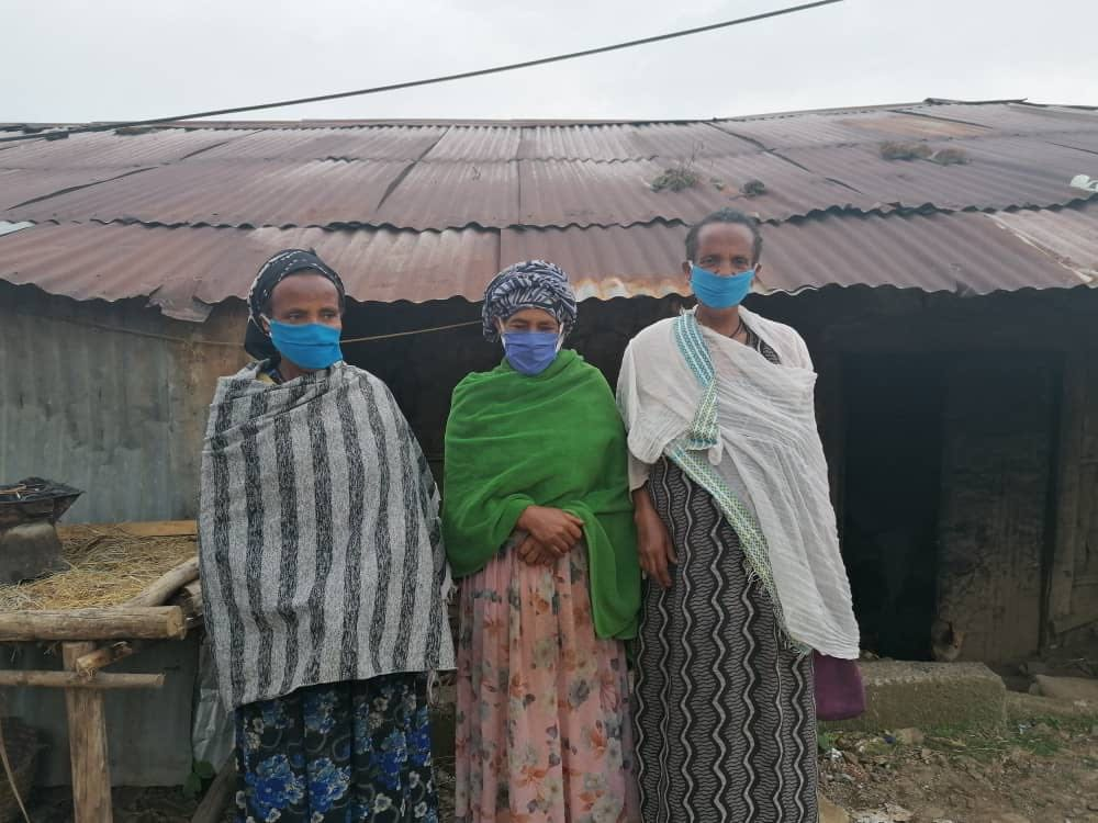 femmes masquées.jpg