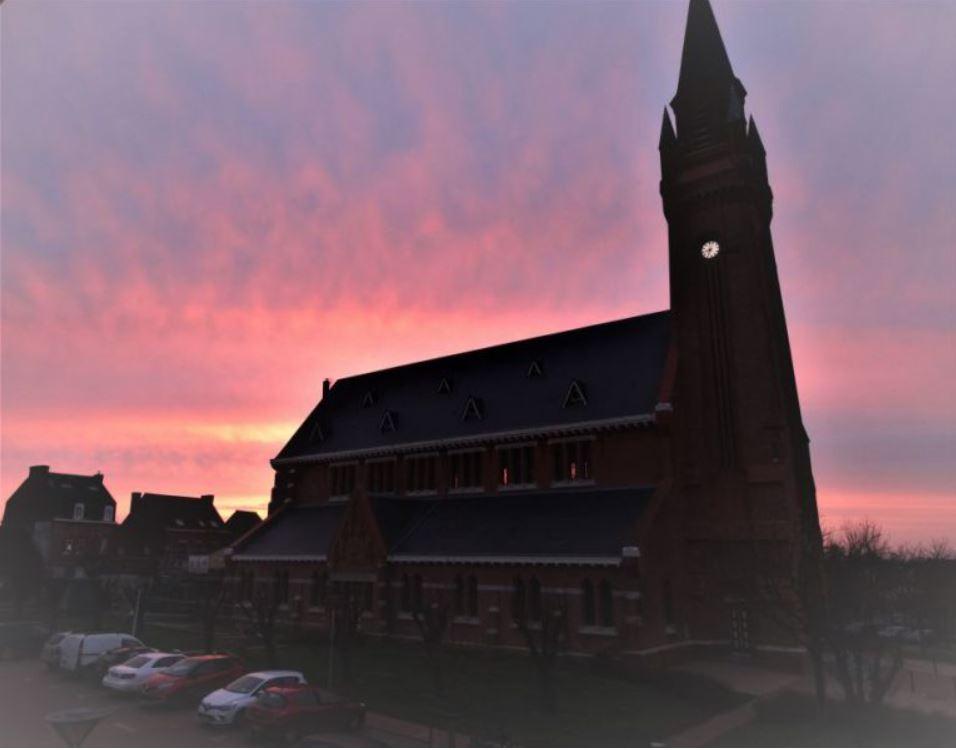 Eglise au coucher de soleil.JPG