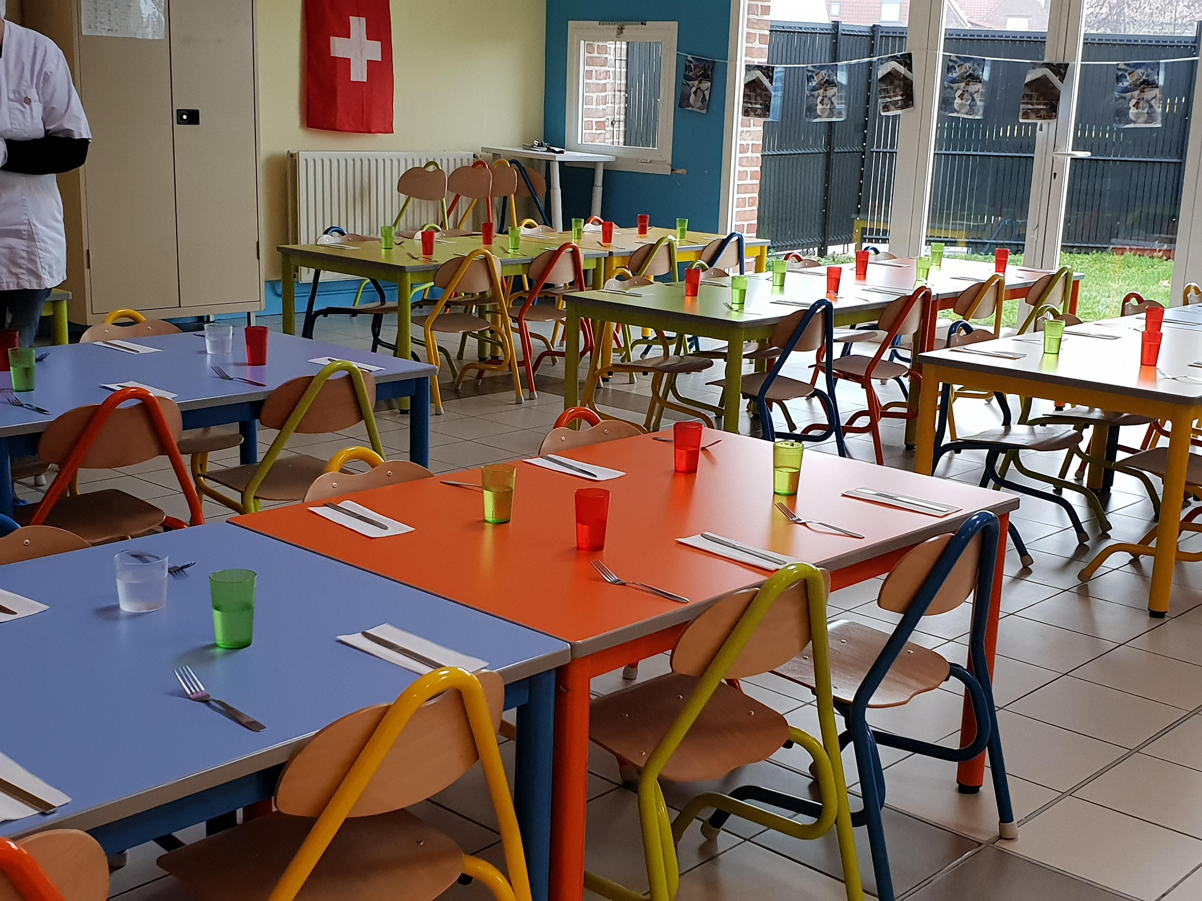 Nouveau mobilier Restaurant scolaire .jpg