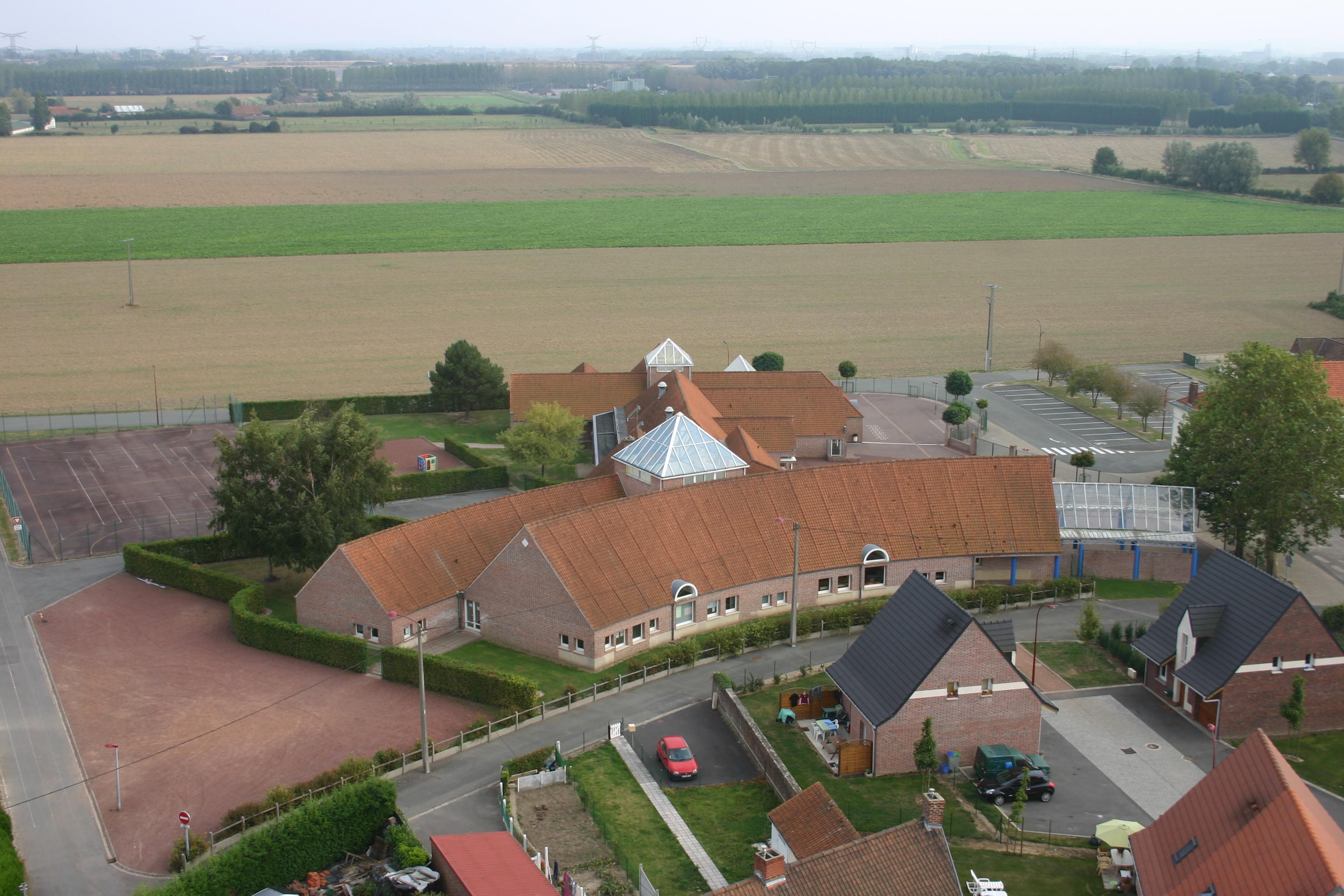 Ecole vue de la tour de l_église .JPG
