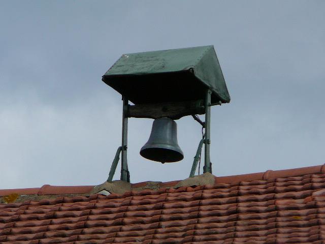 cloches à St Julien -Ferme Thollet.jpg
