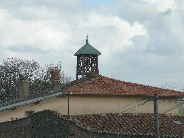 cloches à St Julien Chateau Senevier.jpg