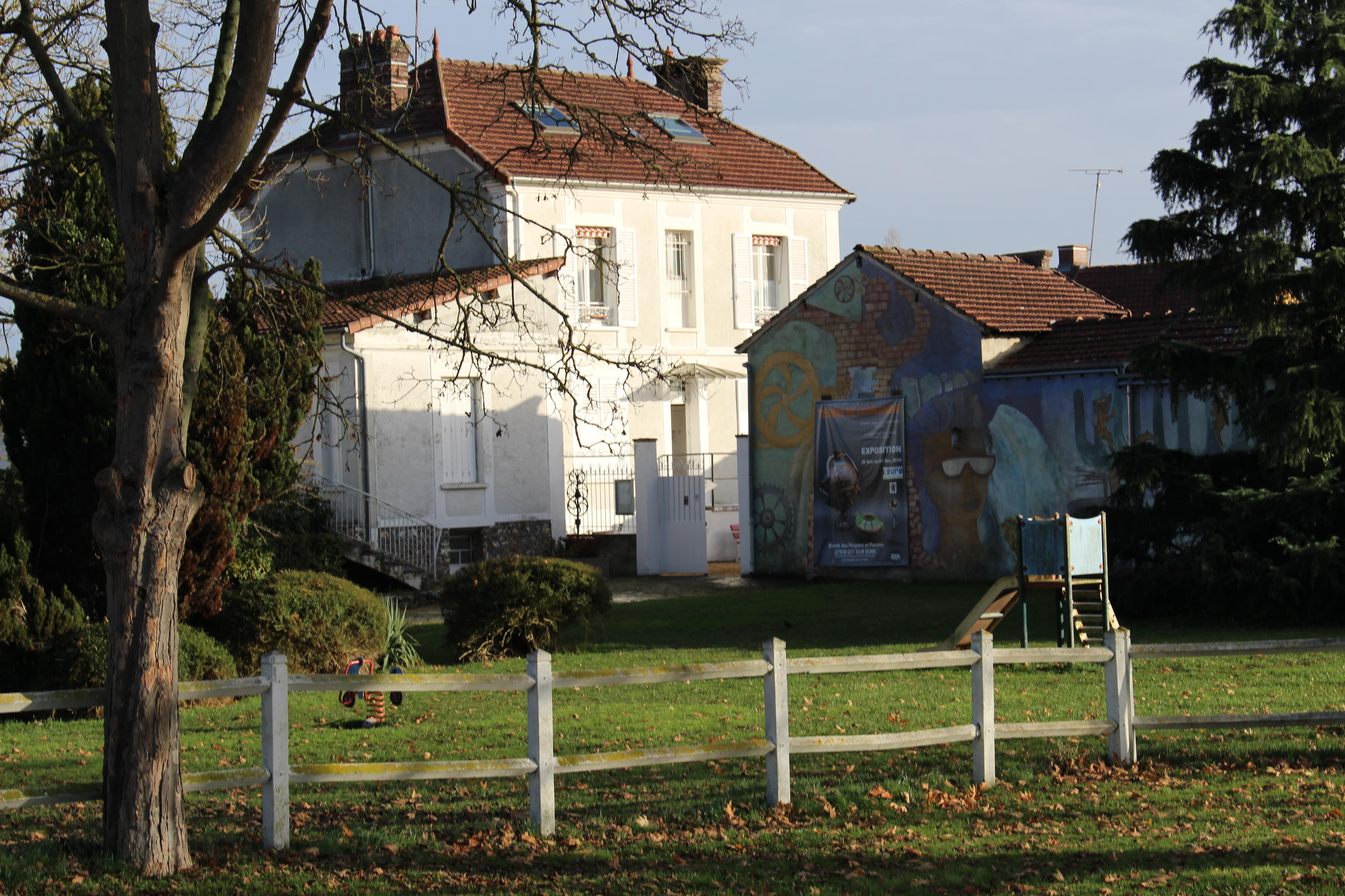 Musée-du-peigne-Ezy-sur-Eure-façade-musée