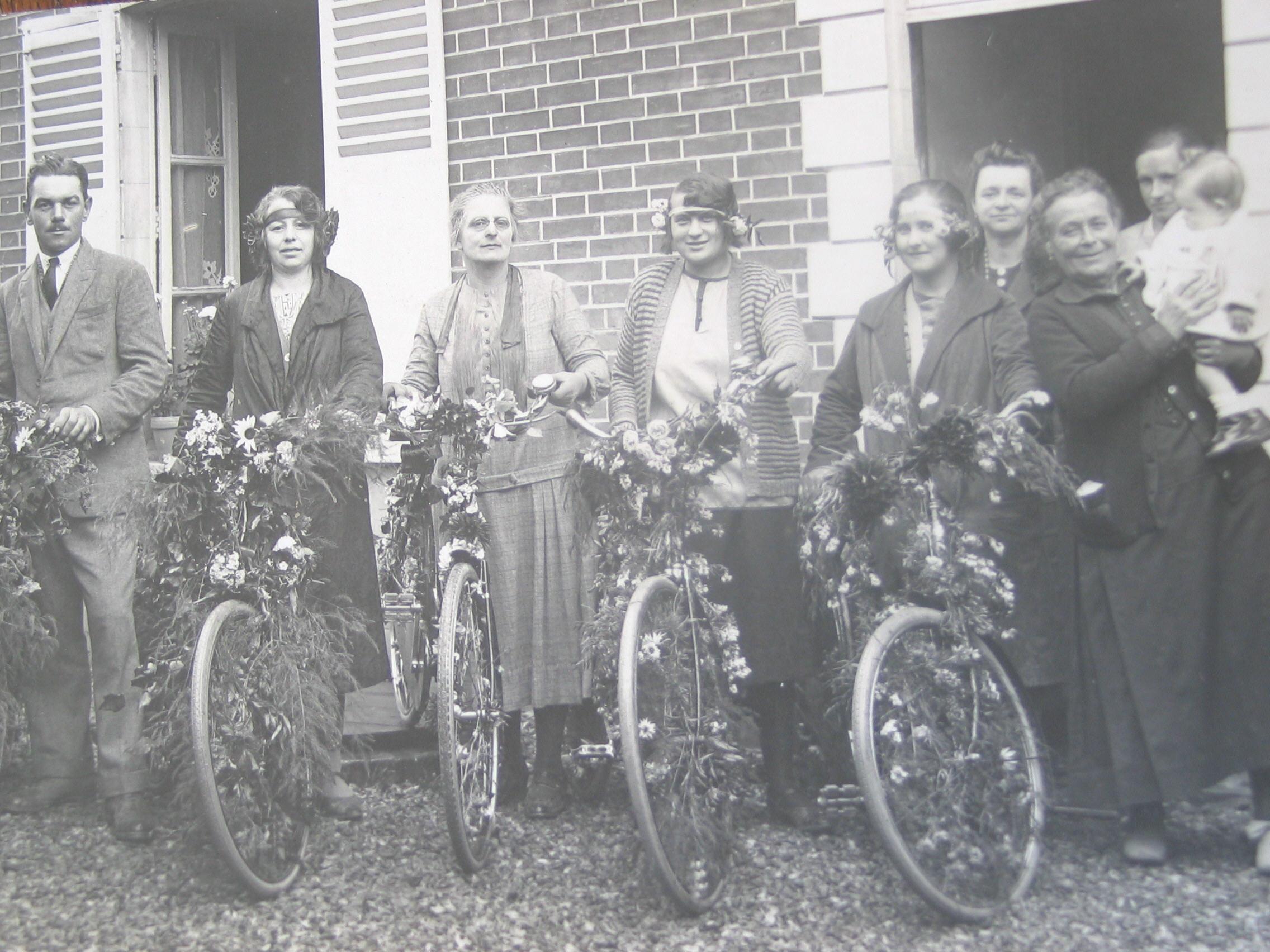 151 - Vélos décorés.JPG