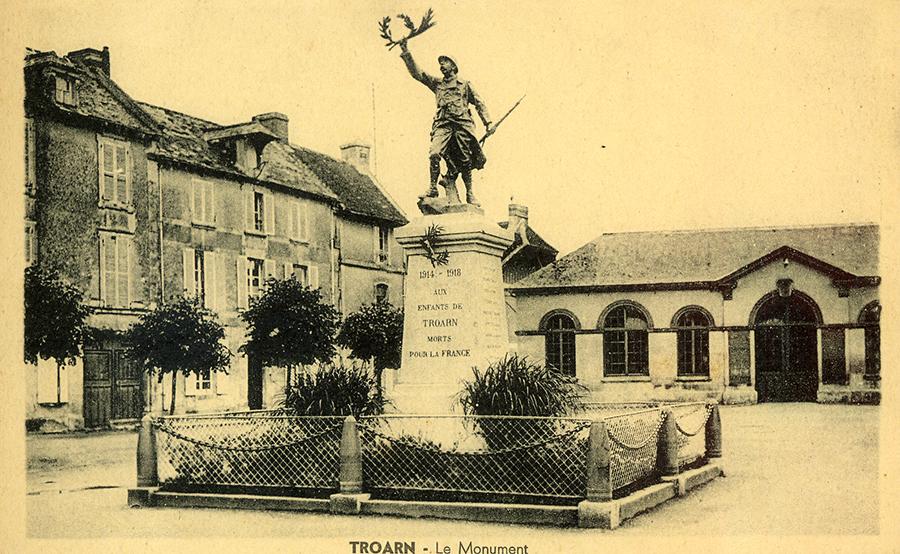 Place du marché avant 1939 Monument.jpg