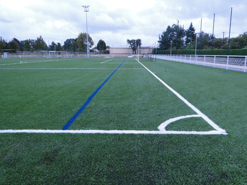 Terrain de foot synthétique.JPG