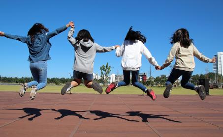 APPS - 4 Enfants qui sautent