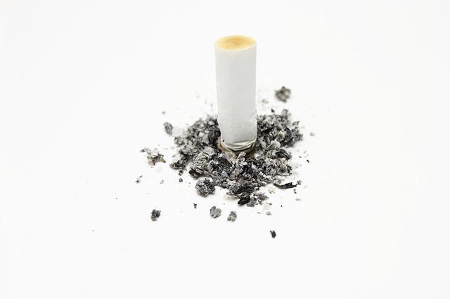 cigarette-484256_640.jpg