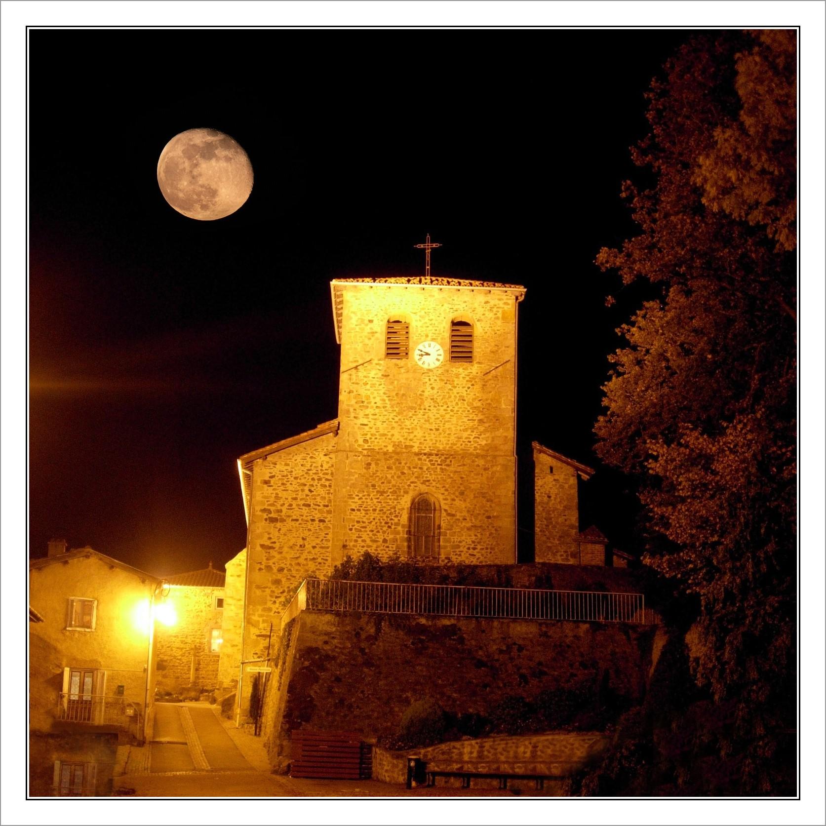 Eglise de nuit et la lune-nano-BorderMaker.jpg
