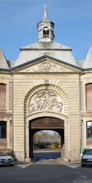 Musée porche d_entrée.jpg