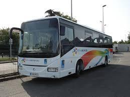 Bus arc-en-ciel.jpg
