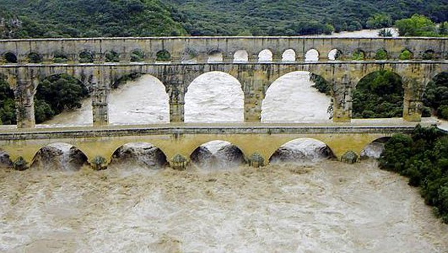 pont du gard inondé.jpg