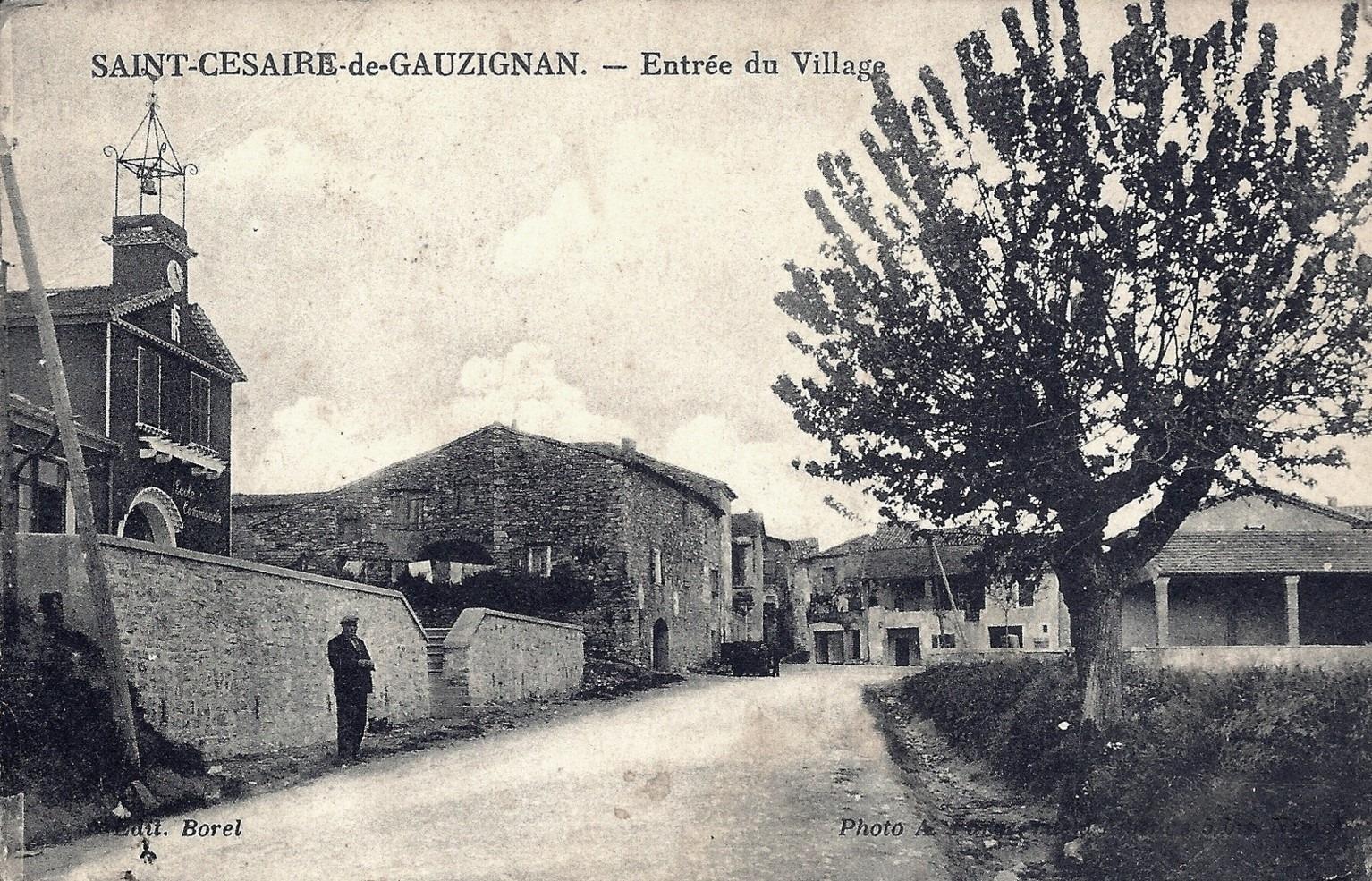 05 St Césaire entrée du village.jpg