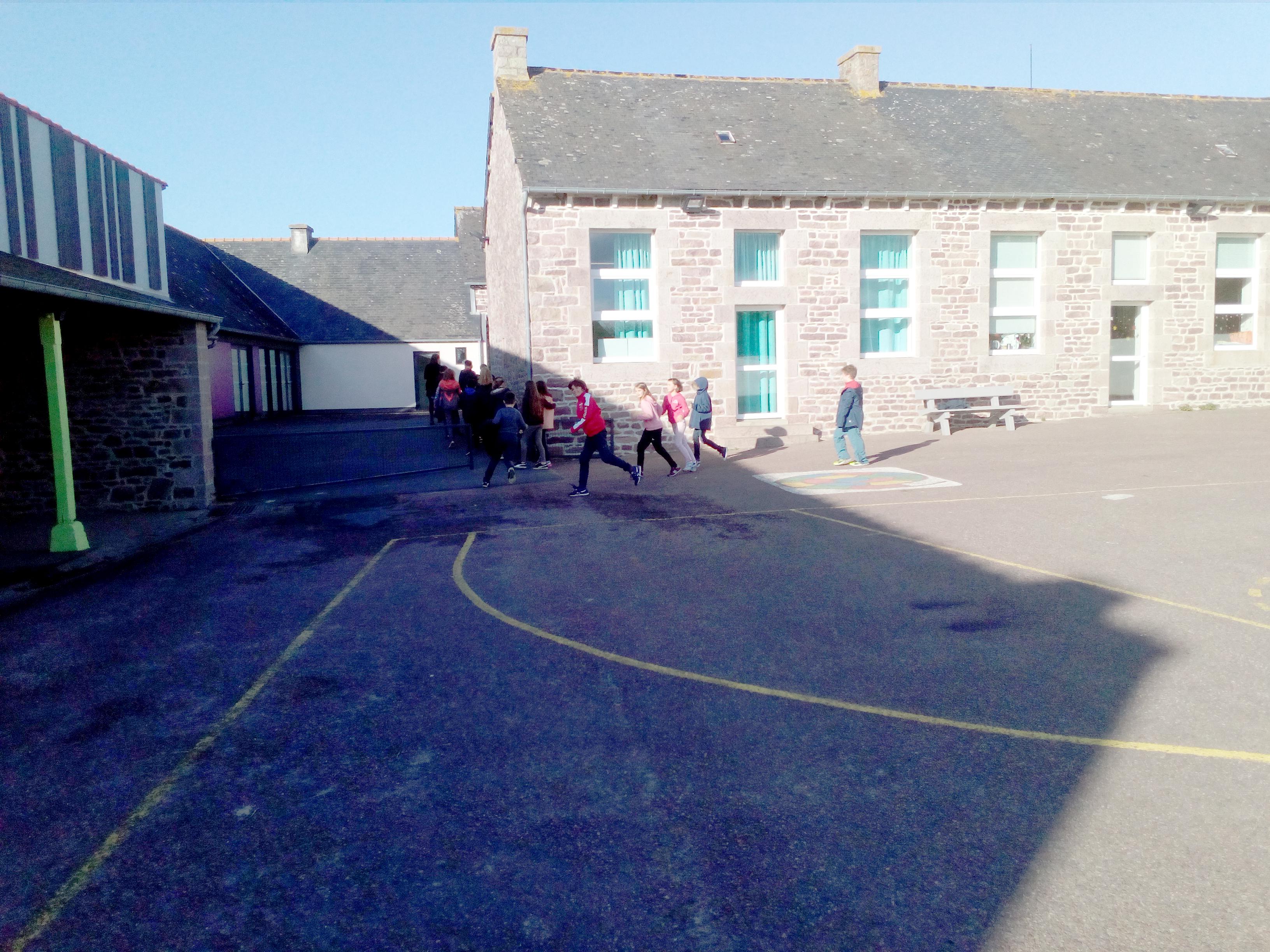 école extérieur2.jpg