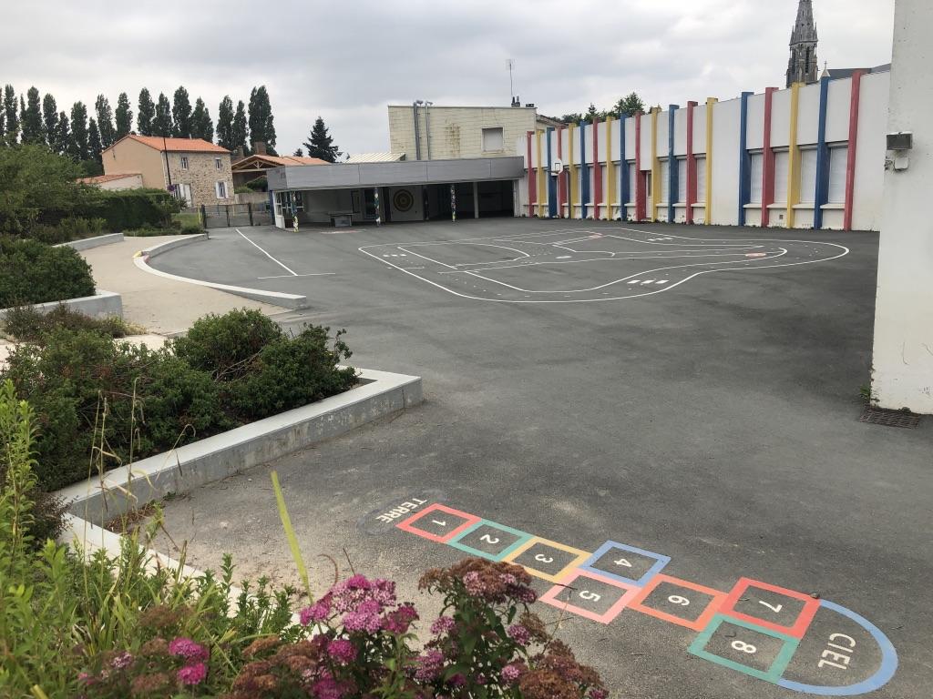 Cour école publique 2.jpg