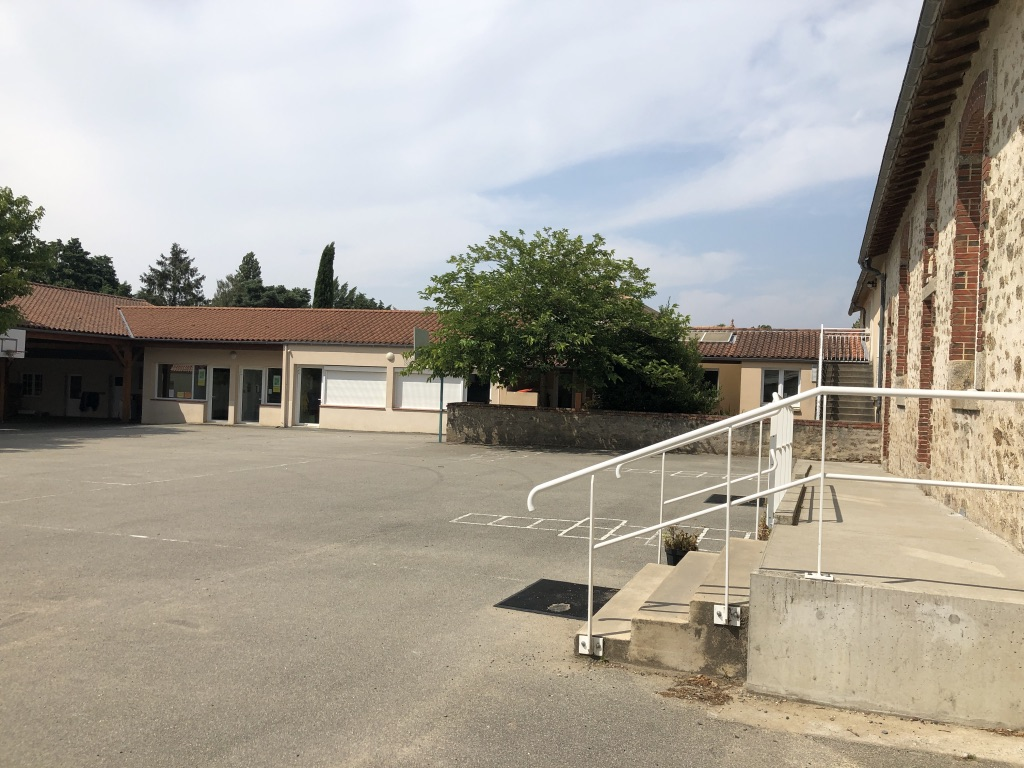 Cour école privée 2.jpg