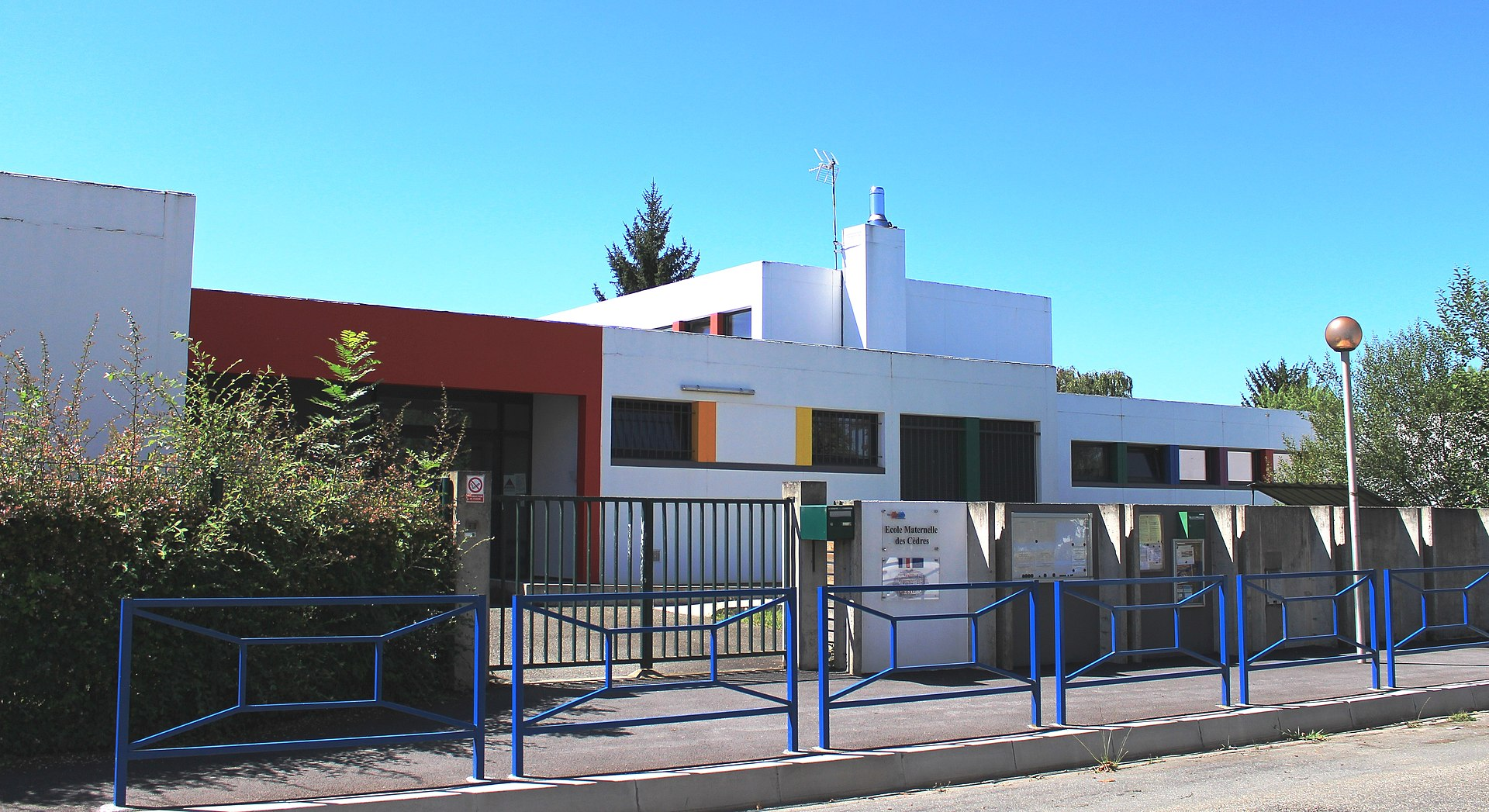 École_d_Aureilhan_cèdres mater_1.jpg