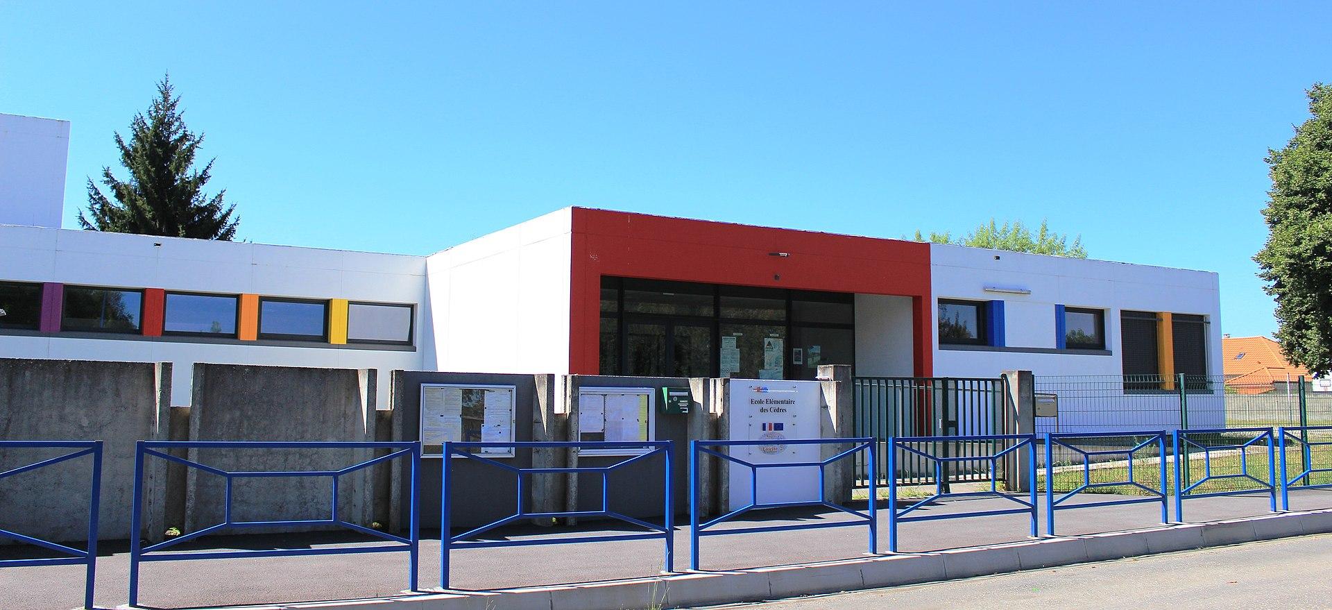 École_d_Aureilhan_cèdres élementaire_1.jpg