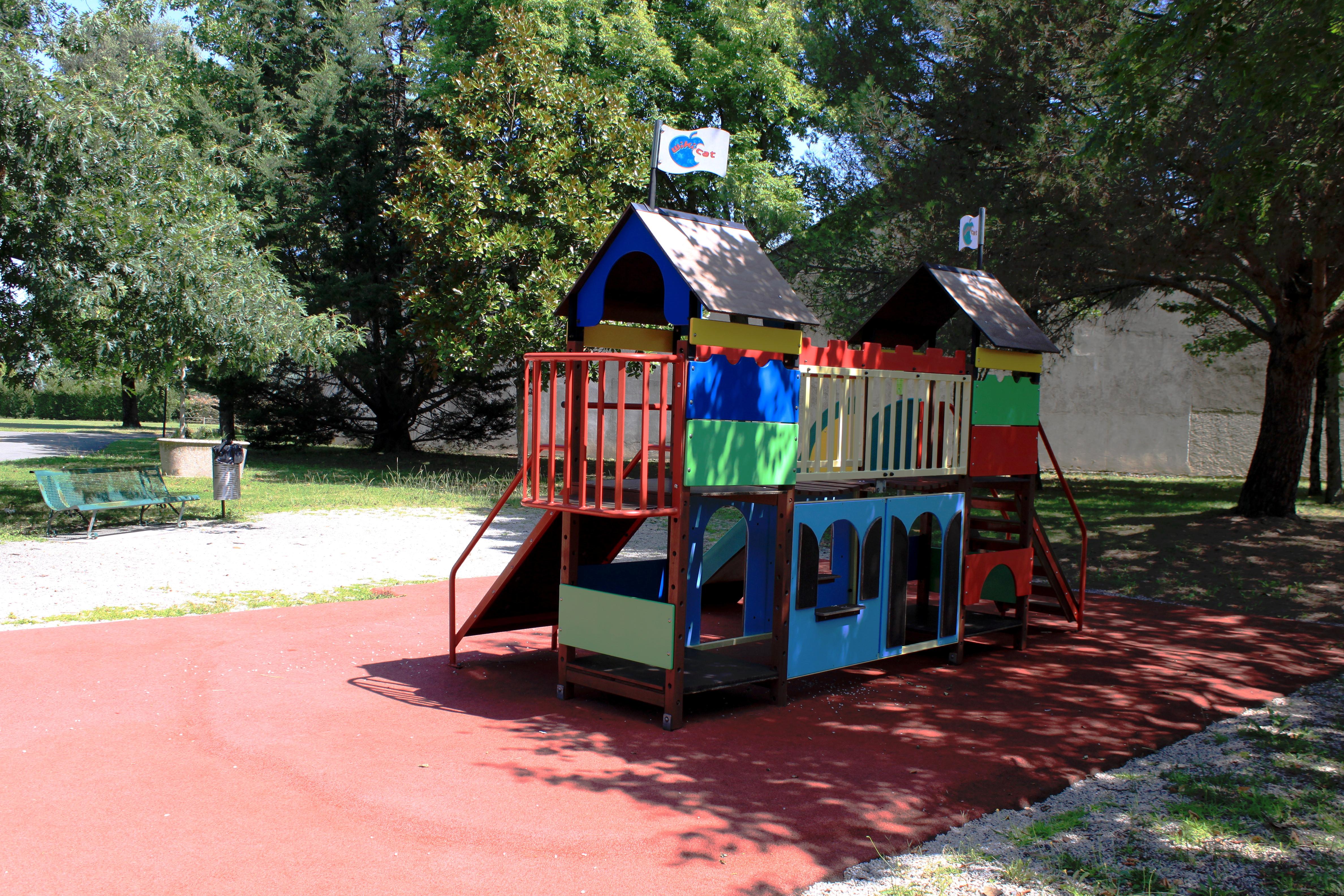 Parc de l_ECLA 2.JPG