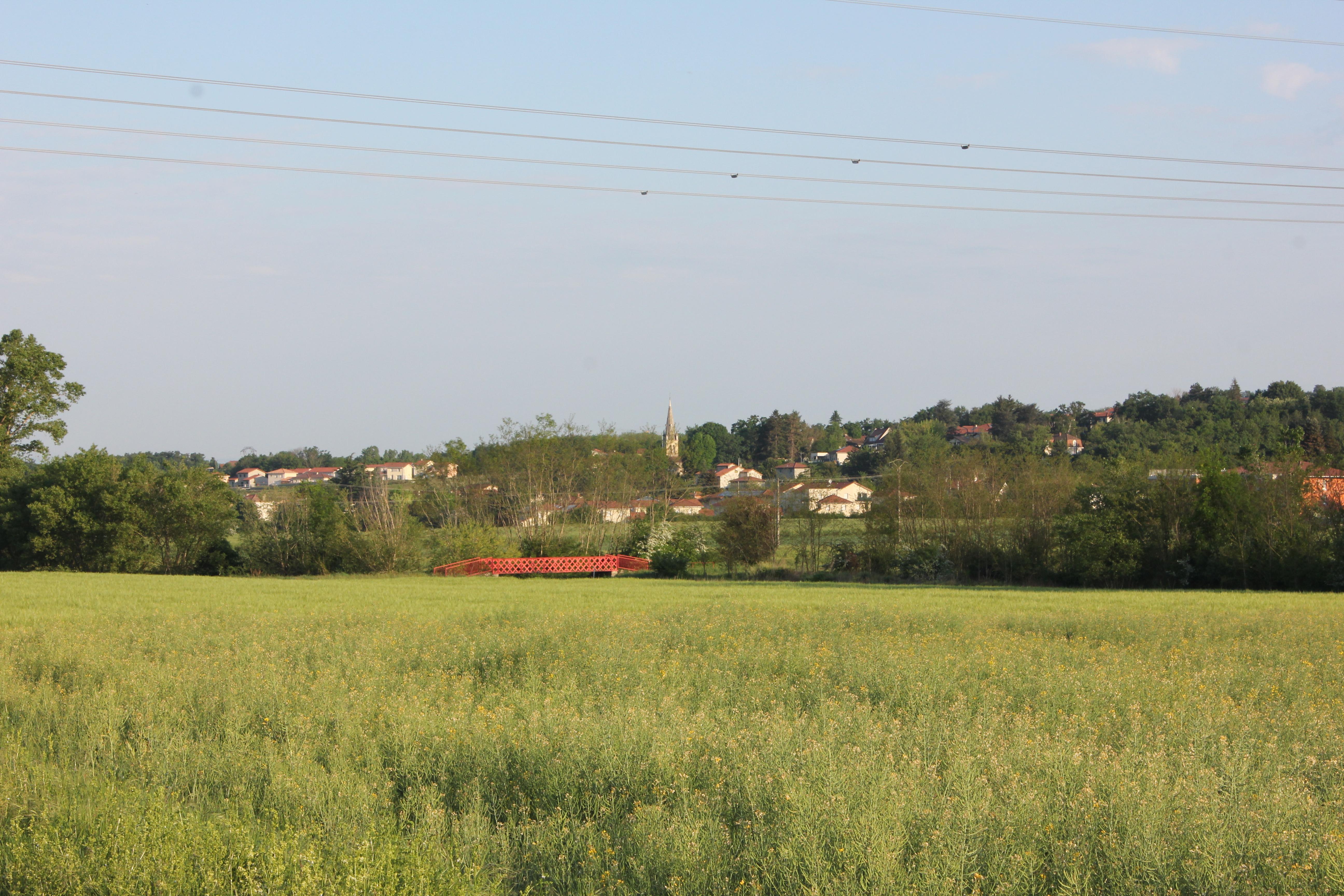 vue village depuis pont rouge.JPG