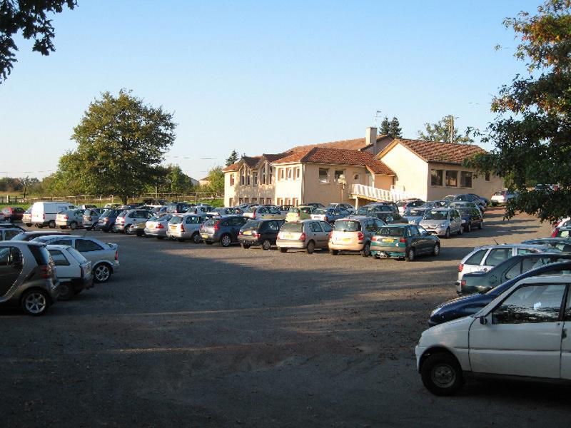 08-Ext parking _1_.jpg