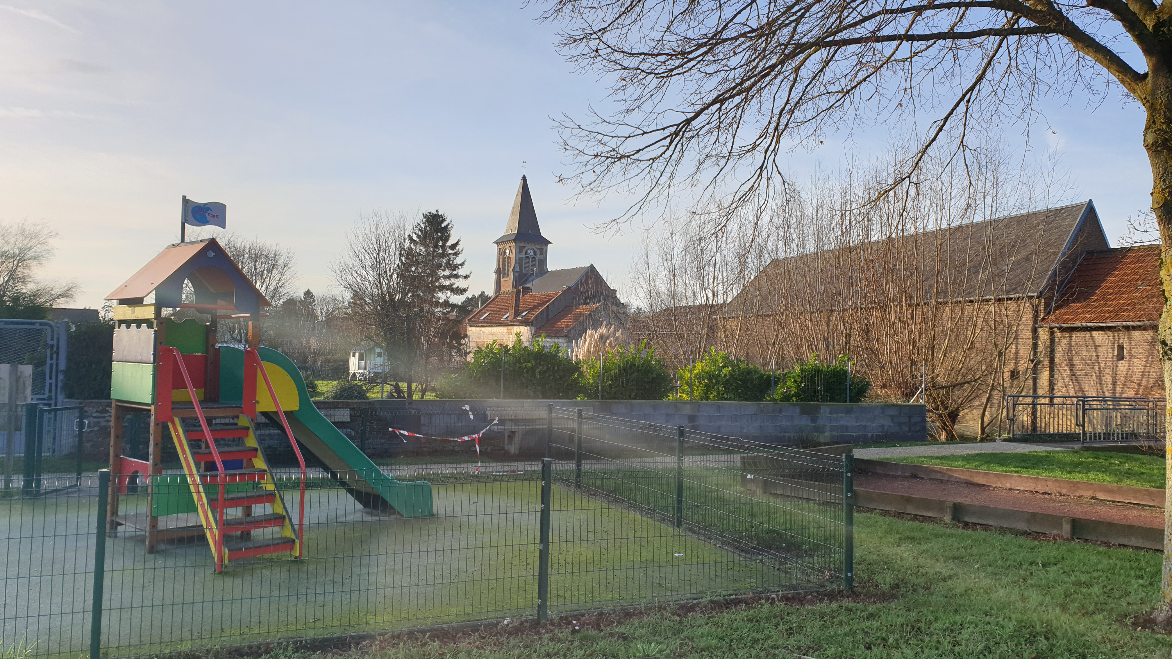 vue église depuis jeu enfant mode pro.jpg