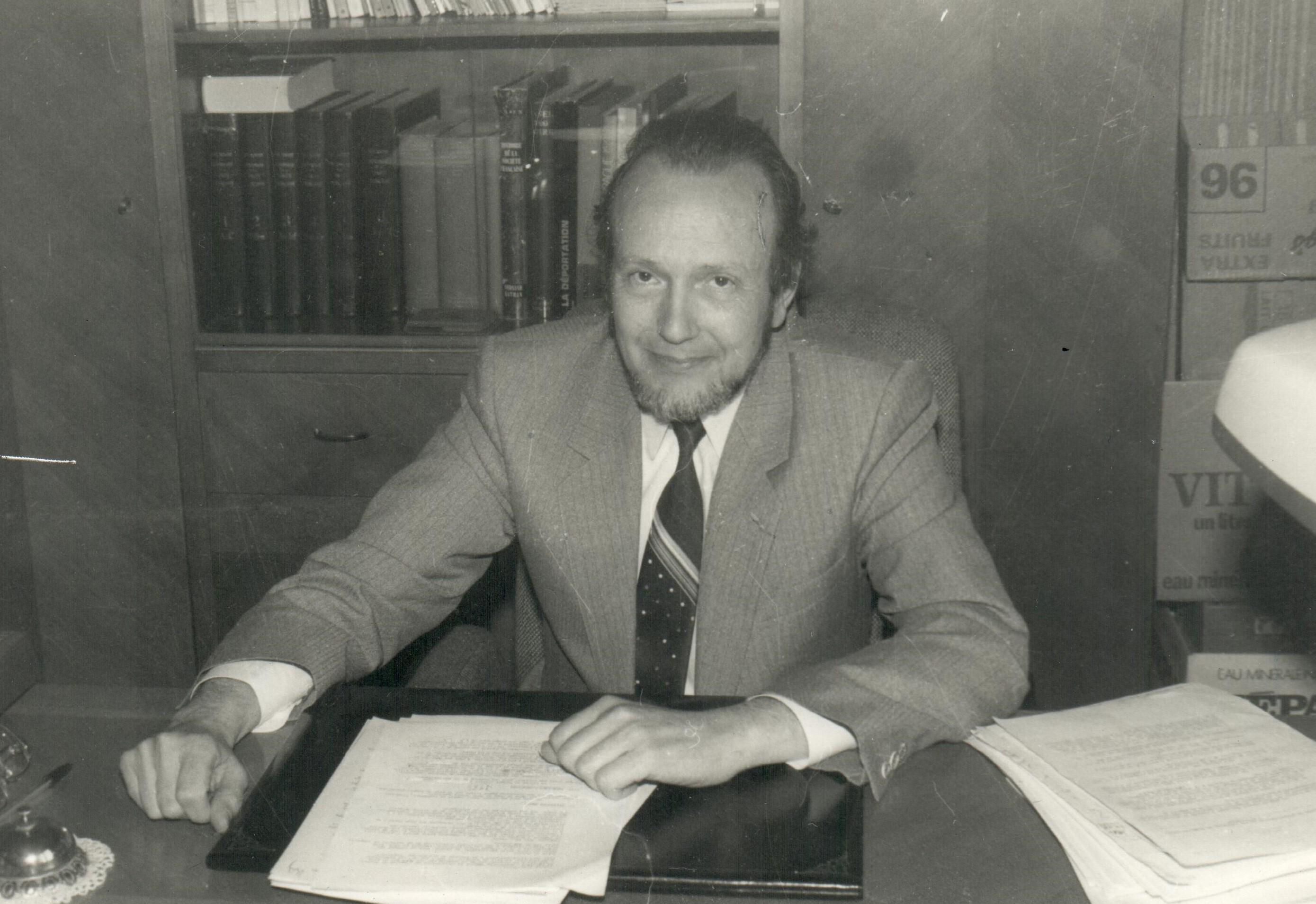 1986-06-11 - René ARNOLD - bureau de maire - interview pour L_Alsace - JMarie WICK.jpg