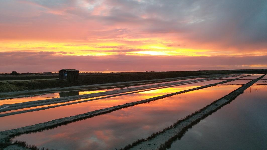 marais salants coucher de soleil.jpg