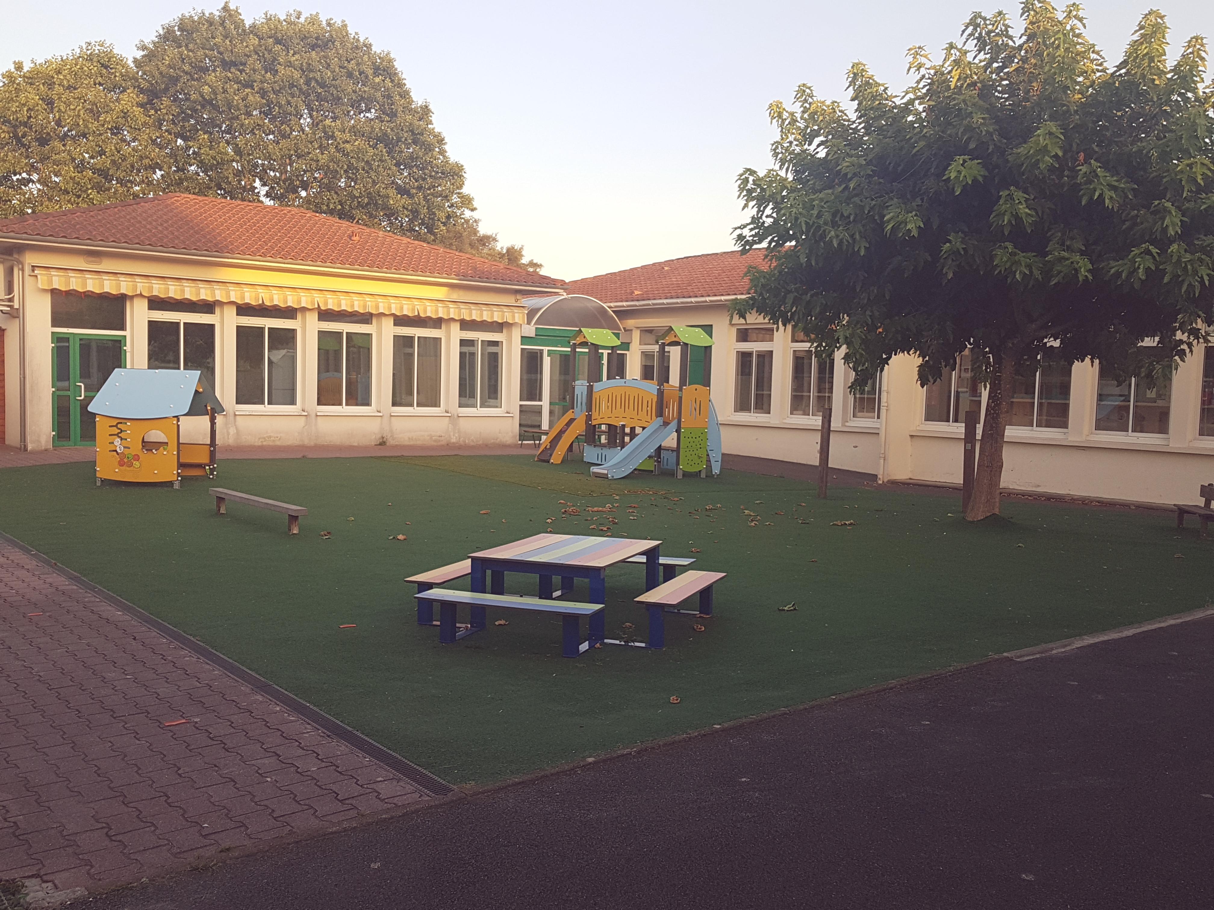 Ecole Communale.jpg