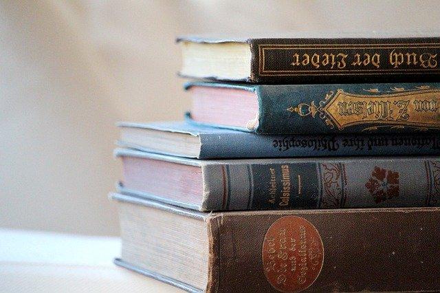 books-4305459_640.jpg