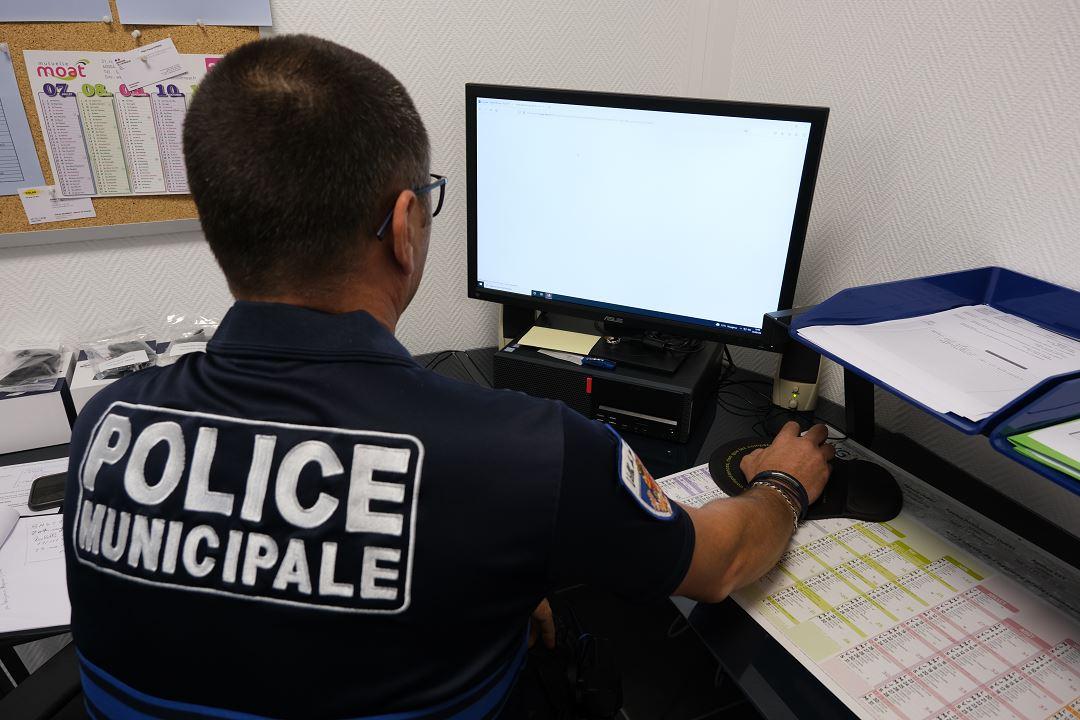 policier-municipal-ordinateur.jpg