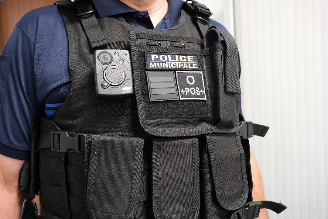camera individuelle police.jpg