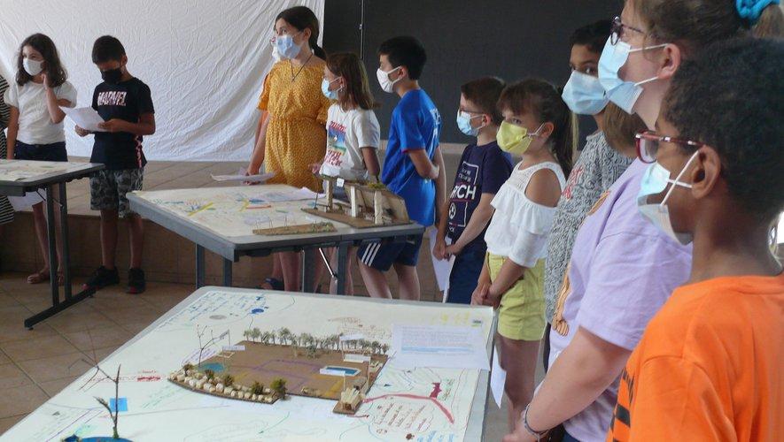 Les écoliers de Monteils dessinent leur futur village.jpg