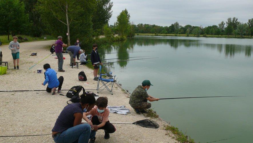 Le centre de loisirs offre une initiation à la pêche.jpg